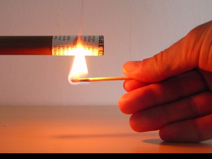 Fig. 1: Good thermal conductivity of a copper tube prevents the paper to ignite